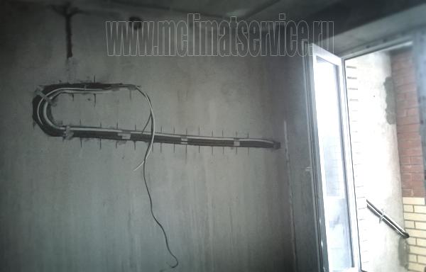 монтаж кондиционера в два этапа через балкон